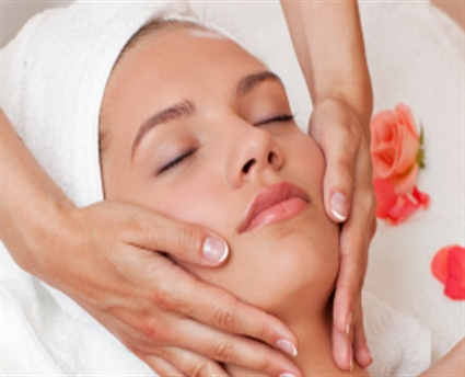 Beauty-salon-treatment-woman.jpg