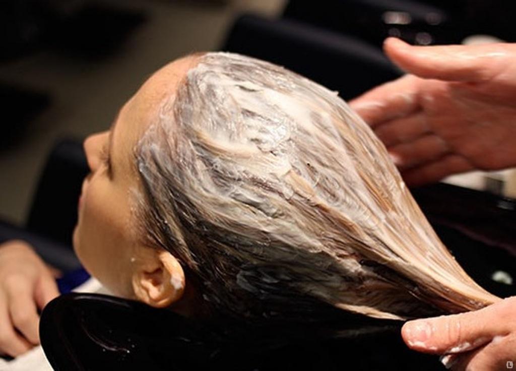 смываем пигмент цвета с волос - декапирование