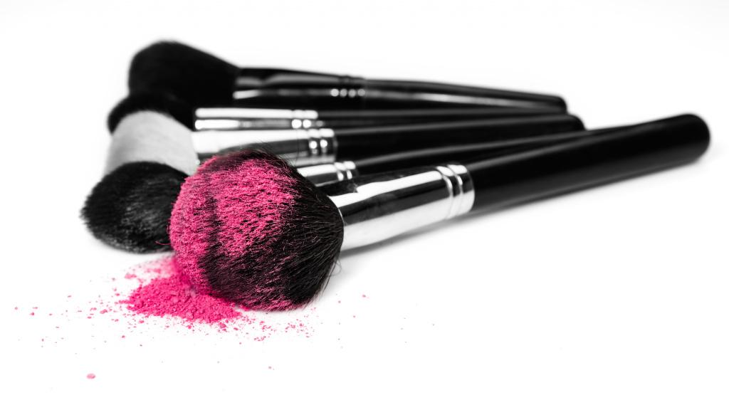 Где и как хранить кисти для макияжа?